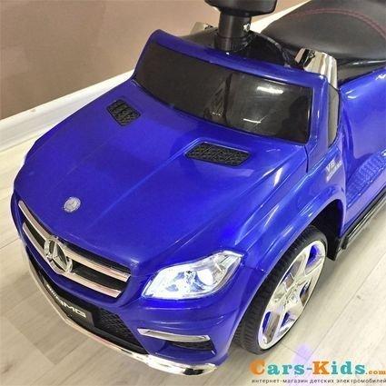 Толокар Mercedes-Benz GL63 A888AA-H с ручкой и качалкой синий (музыка, свет фар и колес, колеса резина, сиденье кожа)